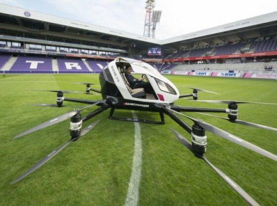 auto taksi fluturues15546540021 560x416 - Fluturon në Vjenë taksia-dron e parë në botë