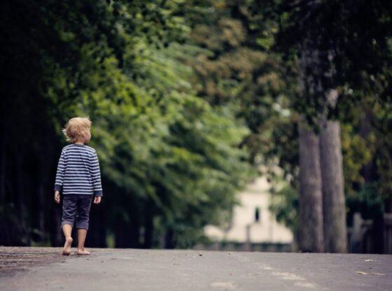 """0bc107e0 lost child fi website 2 1024x5341 1 560x416 - Humbi djalin tre vjeç, babai shkruan 10 rregulla """"të arta"""" për të gjithë prindërit!"""