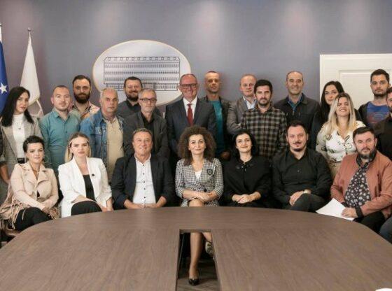 11 12 768x432 1 560x416 - Teatri i Ferizajt, bëhet me trupë rezidente aktorësh