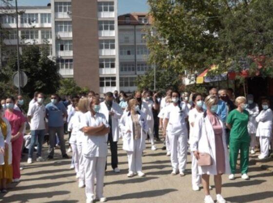 WP 36 560x416 - Punëtorët shëndetësorë paralajmërojnë protesta të përshkallëzuara