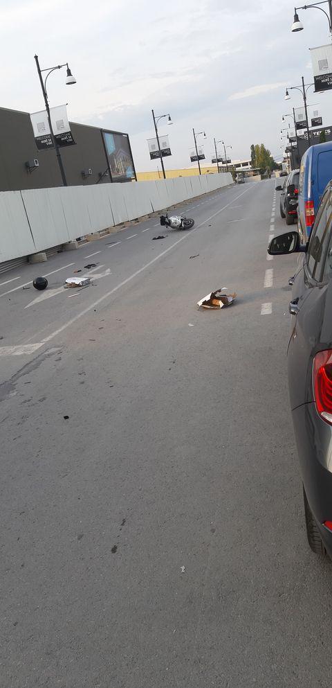 WP 38 - Aksident në Ferizaj: Goditet një motoçiklist nga një taksist (FOTO)