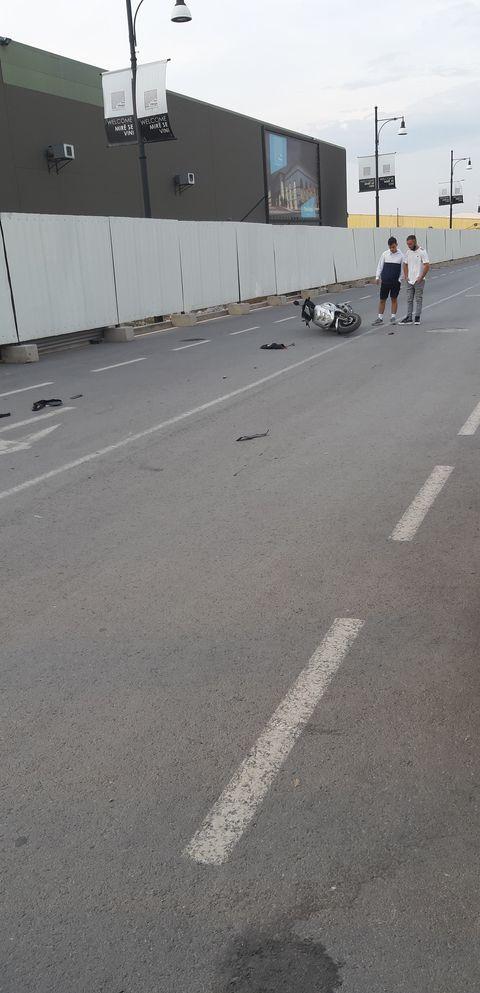 WP 39 - Aksident në Ferizaj: Goditet një motoçiklist nga një taksist (FOTO)