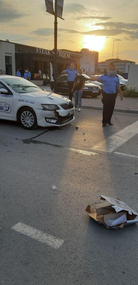 WP 40 - Aksident në Ferizaj: Goditet një motoçiklist nga një taksist (FOTO)