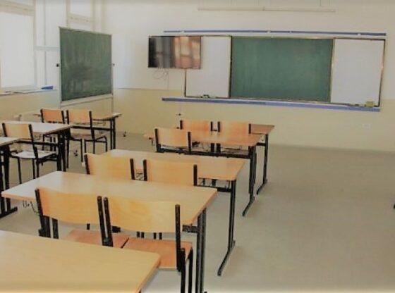 auto SHKOLLA 2 600x360 116005310621 560x416 - Ministria e Arsimit me apel për Covid-19 në shkolla: Nëse situata përkeqësohet ato mund të mbyllen