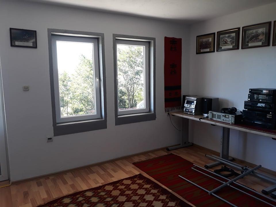 w 15 - Meremetohet Shtëpia-Muze e Radios-Kosova e Lirë, në fshatin Berishë