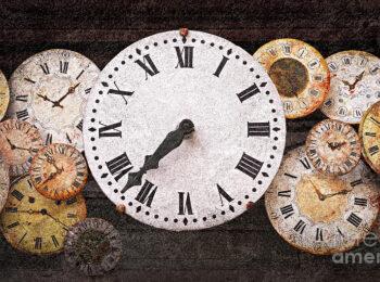 1 antique clocks elena elisseeva 350x260 - Sahatçiu i vjetër i Ferizajt