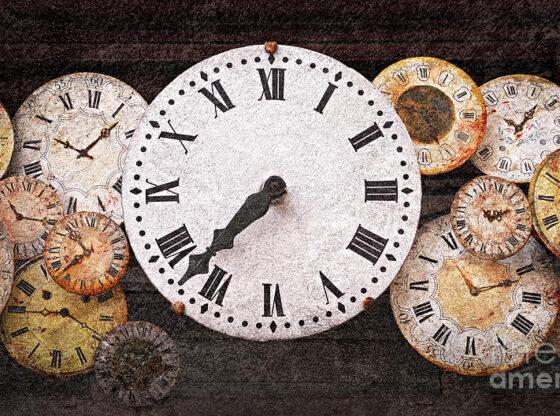 1 antique clocks elena elisseeva 560x416 - Sahatçiu i vjetër i Ferizajt