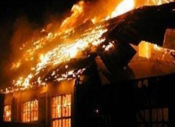 auto zjarr 01485368823 750x406 1 560x406 - Një përson vdes në Ferizaj, pasi një shtëpi përfshihet nga zjarri