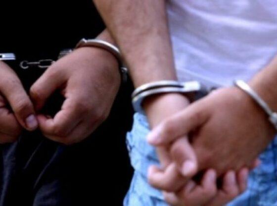 auto arrestime 480x270 780x4391601539735 1 560x416 - Arrestohen dy persona në Ferizaj, Policia gjenë substancë narkotike në veturën e tyre
