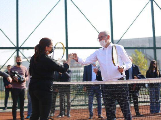 perurohet fusha e tenisit ne ferizaj1 560x416 - Përurohet fusha e tenisit dhe vihet gurthemeli i Qendrës Multifunksionale në Ferizaj