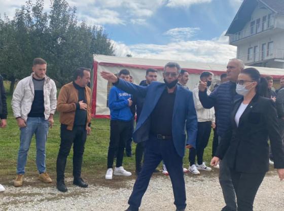 w 11 560x416 - Haradinaj-Stublla viziton familjen Krasniqi në Ferizaj për ngushëllime
