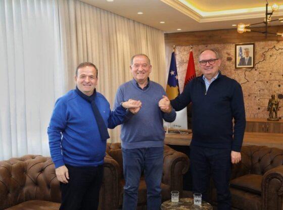 w 26 560x416 - I kujt është klubi, i Ahmet Petrovës, Agim Aliut apo Lulzim Abazit?