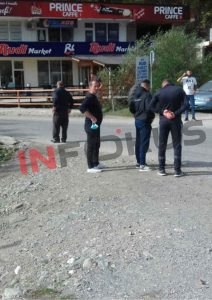 w 3 - Me goma e gurë banorët bllokojnë rrugën Ferizaj-Brezovicë
