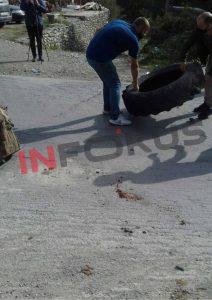 w 4 - Me goma e gurë banorët bllokojnë rrugën Ferizaj-Brezovicë
