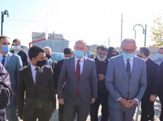 w 77 560x416 - Zemaj bashkë me Aliun vizitojnë banorët e Dubravës, dhurojnë 11 mijë maska