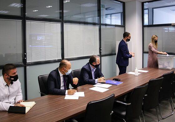w 82 560x391 - Prishtinë, Ferizaj, Gjilan – Zhvillohet procesi i votimit për zgjedhjen e anëtarëve të KPK-së