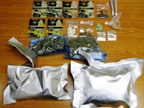 w 25 - Arrestohen dy burra në Ferizaj, policia u gjen marihuanë, kokainë, LSD, Ekstazi e armë