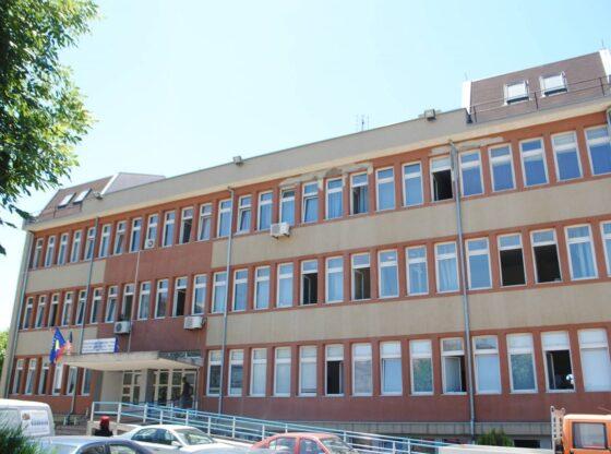 w 6 560x416 - Vdes infermierja e pensionuar nga COVID-19 në Ferizaj