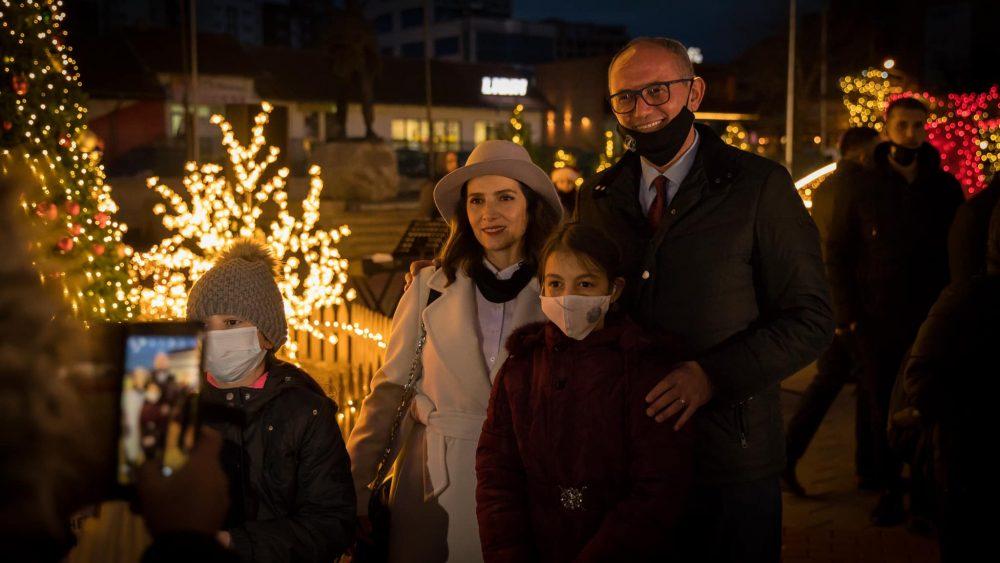 129210113 3849166478468109 7630544329759635926 o 1000x5631 1 - Qyteti i Ferizajt stoliset për festat e fundvitit
