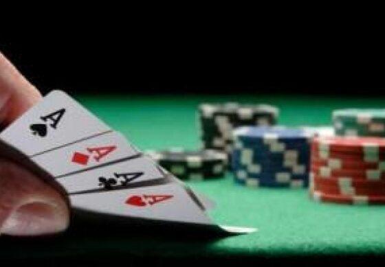 w 10 560x389 - Në një lokal në Ferizaj hasen disa persona duke luajtur bixhoz