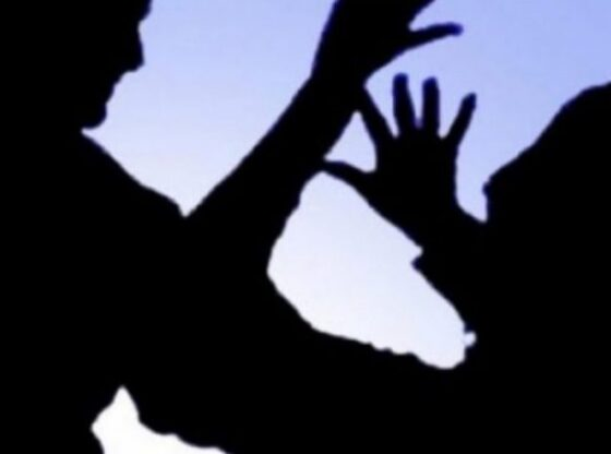 w 11 560x416 - Në Ferizaj, babai e rreh të birin e mitur