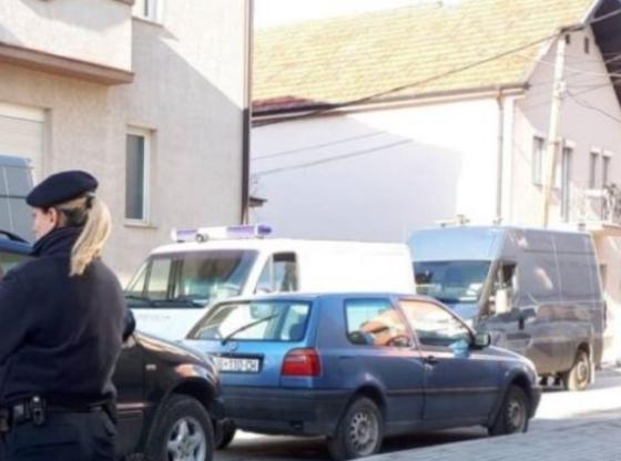 w 14 560x416 - Në pikë të ditës hajnat ia vodhën kuletën polices në Ferizaj