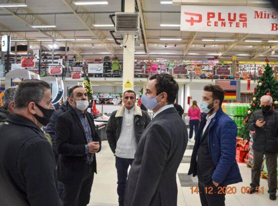 w 33 560x416 - Albin Kurti viziton qendrën tregtare në Ferizaj që nuk mban produkte të Serbisë