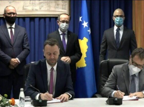 w 37 560x416 - Nënshkruhet kontrata për rehabilitimin e hyrjes në Ferizaj