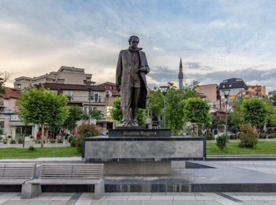 w 48 560x416 - Diskutohet mundësia për ngritjen e shtatores së Rugovës në Tiranë