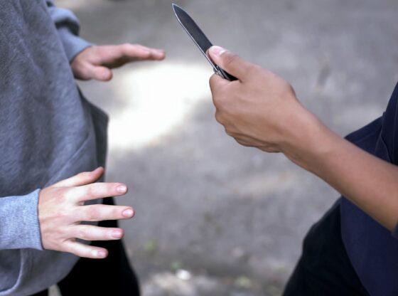 w 64 560x416 - I zuri duke konsumuar drogë, ferizajasi sulmohet me thikë në fyt