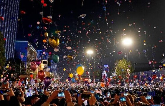 w 4 560x360 - Kështu u festua Viti i Ri në Wuhan, qendrën e shpërthimit të Covid-19
