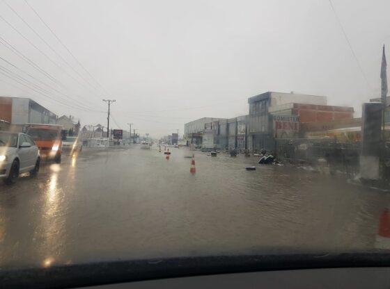 w 54 560x416 - Vërshohet rruga në magjistralen Ferizaj-Prishtinë (FOTO)