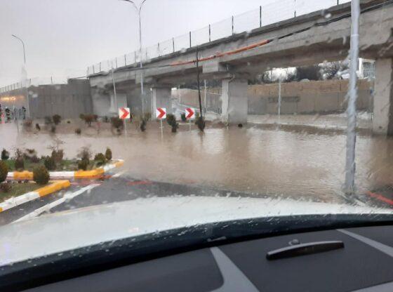 w 64 560x416 - Për shkak të reshjeve të shumta, rruga në Varosh të Ferizajt vërshohet nga shiu