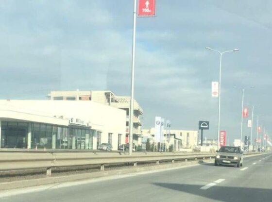w 81 560x416 - Vetura Golf 2 futet në anën e kundërt në magjistralen Ferizaj-Prishtinë: Ndalohet nga Policia