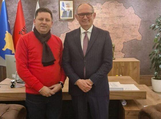 w 94 560x416 - Lulzim Abazi merr mbështetjen e Agim Aliut për deputet