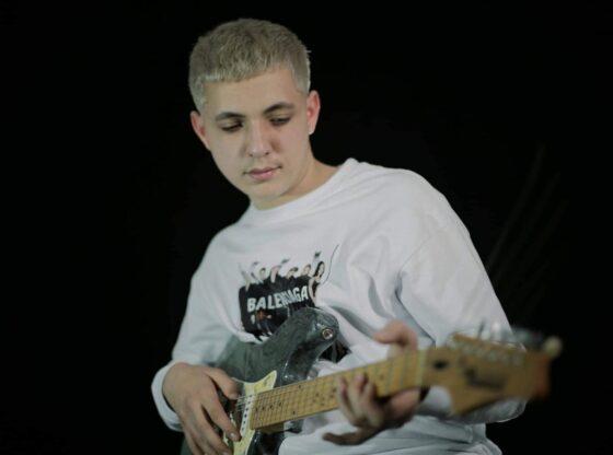 w 5 560x416 - Erik Grainca, 15 vjeçari që premton shumë në muzikë