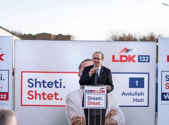 w 8 560x416 - Hoti kërkon vota në Ferizaj dhe Kaçanik