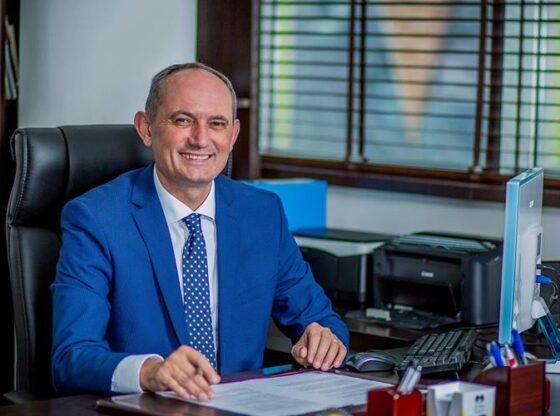 Agim Aliu 1 960x5001 1 560x416 - Agim Aliu kandidon edhe për një mandat në krye të Ferizajt