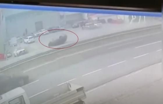 Screenshot 3 19 600x360 11 560x360 - Pamje nga momenti i përplasjes së automjetit në aksidentin në magjistralen Prishtinë-Ferizaj