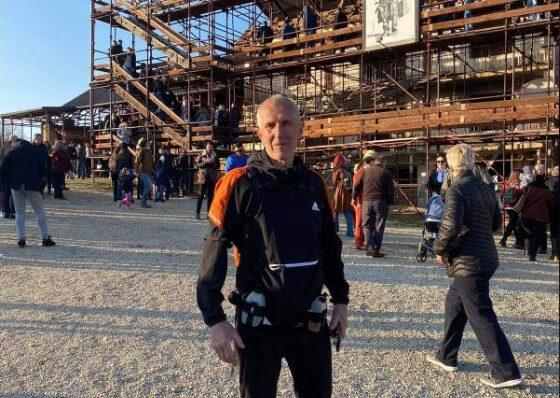 prekaz1 560x398 - E mahnitshme,57-vjeçari nga Ferizaj, pas 7 orëve vrapim arrin në Prekaz. Me këtë veprim nderoi të flijuarit e familjes Jashari