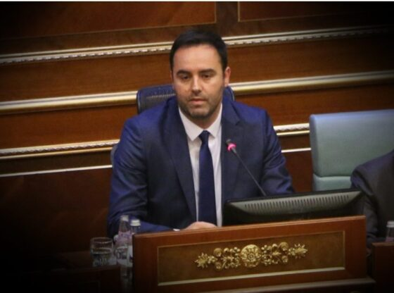 w 7 560x416 - Glauk Konjufca zgjedhet kryetar i Kuvendit të Kosovës
