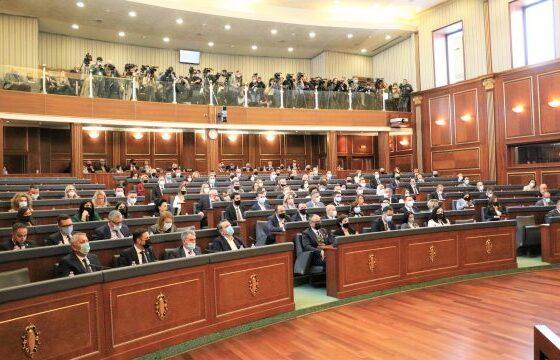 w 8 560x360 - Konstituimi i Kuvendit dhe Glauk Konjufca në krye të tij, lajm në mediat botërore