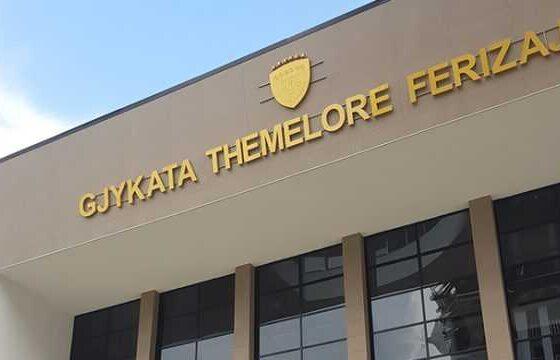 Gjykata Themelore Ferizaj 600x3601 1 560x360 - Kërkonte para duke u prezantuar rrejshëm si pjesëtar i FSK-së, një muaj paraburgim