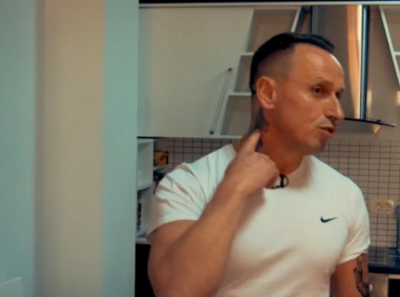 Screenshot 2 81 560x416 - Qytetari nga Ferizaj, në trup ka tatuazh Albin Kurtin, së shpejti do ta bëjë edhe Vjosa Osmanin