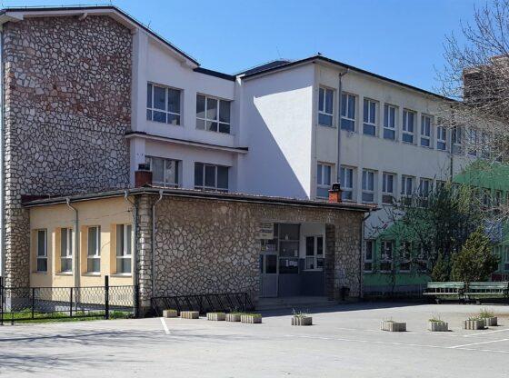 Shkollaferizaj1 560x416 - Nxënësit në Ferizaj po e braktisin shkollën shkaku i kushteve ekonomike