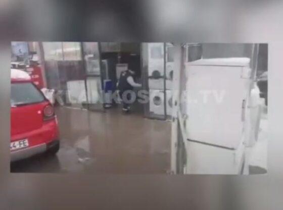 Ujiiiiii1 560x416 - Reshjet e fundit, uji hyn në një biznes në magjistalen Prishtinë – Ferizaj
