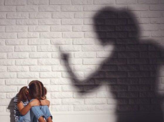 femijet 1200x630 960x5041 1 560x416 - Ferizaj, prokuroria kërkon paraburgim për nënën që keqtrajtoi fëmijtë e saj