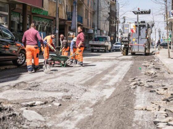hhhgg1 560x416 - Aliu: Po riparohet rruga që mundëson qarkullimin në qendër të qytetit të Ferizajt
