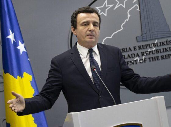 Albin Kurti Konferenc1 560x416 - Kurti: Do ta bëjmë rehabilitimin e rrugëve kombëtare Qafë Duhël-Shtime-Ferizaj