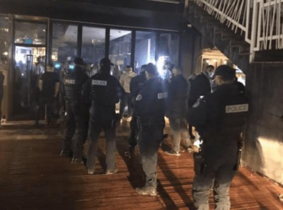 auto polici16209810801 560x416 - Gjobiten 8 lokale në Ferizaj për shkelje të masave anti-COVID